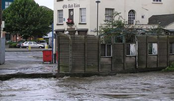Urban river flooding near a pub - JBA
